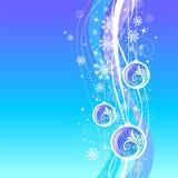 Blauer Weihnachtshintergrund mit aufwändigen Feiertagskugeln Stockbild