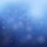Blauer Weihnachtshintergrund mit weißen Schneeflocken Stockfotografie