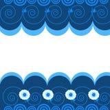 Blauer Wellenmusterhintergrund mit Blumen Stockbild