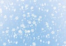 Blauer Winterhintergrund mit Schneeflocken lizenzfreies stockbild
