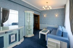 Blauer Wohnzimmerinnenraum Stockbild