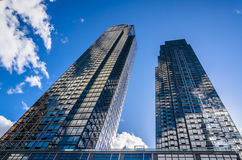 Blauer Wolkenkratzer - NYC Stockbild