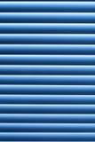 Blaues abstraktes gestreiftes Muster der Beschaffenheit Vorhänge auf dem Fenster mit dem Staub stockfotografie