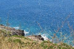 Blaues adriatisches Meer in Montenegro Stockfoto