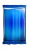 Blaues Aluminium - metallisches Taschenpaket getrennt auf weißem Hintergrund Stockfotografie