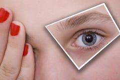 Blaues Auge der Frau stockfotografie