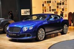Blaues Bentley GT BESCHLEUNIGEN Lizenzfreies Stockfoto