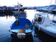 Blaues Boot, Pozzuoli-Hafen Lizenzfreies Stockfoto