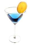 Blaues Cocktail mit Scheibe der Orange lizenzfreies stockbild
