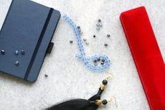 Blaues copebook mit rotem Kasten stockfoto