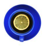 Blaues Cup mit Zitrone Stockfotografie