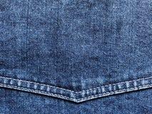 Blaues Denimgewebe mit Eckjoch und dem doppelten Nähen stockbild