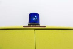 Blaues drehendes Leuchtfeuer Lizenzfreie Stockfotos
