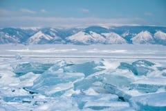 Blaues Eis und die Berge Stockfotos
