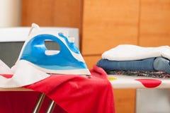 Blaues Eisen  mit Wäscherei Stockfotografie