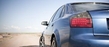 Blaues Familien-Auto Stockfoto