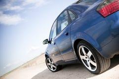 Blaues Familien-Auto Lizenzfreie Stockfotos