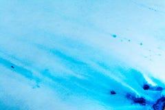 Blaues Farbenaquarell trocknete auf einem Blatt Papier Flecke der blauen Farbe auf einem weißen Blatt Abstraktion blauen Farbe ba Lizenzfreie Stockfotos