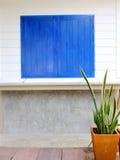 Blaues Fenster Stockfoto