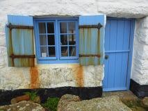Blaues Fenster, Tür und Fensterläden Lizenzfreie Stockbilder