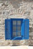 Blaues Fenster und Fensterladen Lizenzfreie Stockbilder