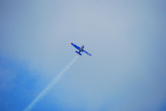 Blaues Flugzeug Lizenzfreies Stockfoto