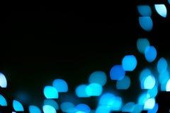 Blaues Funkeln beleuchtet Hintergrund defocused stockfotografie