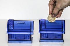 Blaues Geld boxe - Haus Lizenzfreie Stockfotos