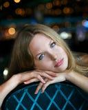 Blaues gemustertes Mädchen Lizenzfreie Stockfotografie