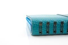 Blaues geschlossenes Geschäftslederbuch lizenzfreie stockfotos
