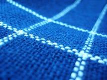 Blaues Gewebe mit weißen Zeilen Stockbild