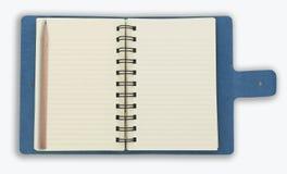 Blaues gewundenes Notizbuch getrennt auf Weiß Stockfoto