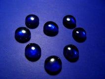 Blaues Glas in der Form eines Herzens Lizenzfreies Stockfoto