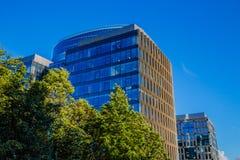 Blaues Glasgeschäftsgebäude Lizenzfreies Stockfoto