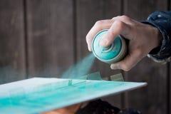 Blaues Grün Spray-gemaltes Miniatur-Windows für Modellbau Build Stockbild