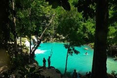 Blaues Grün-Wasser von Cambugahay-Fällen, Siquijor Stockfotos