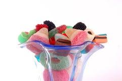 Blaues höhlendes Glas Süßigkeiten Stockfotos
