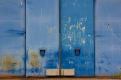 Blaues Hangar-Gatter stockbilder