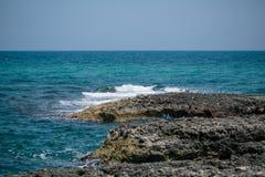 Blaues Küste adriatisches Meer-Italiens apulia Stockfotos