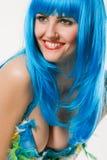 Blaues Kleid und Perücke Stockfotografie
