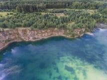 Blaues laggon sehen von oben genanntem im alten Sandbergwerk in Polen Lizenzfreie Stockfotos