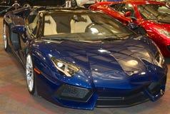 Blaues Lamborghini Sport-Mitternachtsauto der exotischen Blendungs- Lizenzfreie Stockfotos