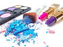 Blaues Make-up zerquetschter Lidschatten stockfotografie