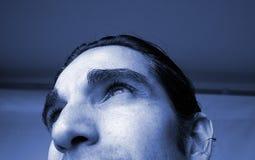 Blaues Mannportrait stockbild