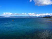 Blaues Meer und Himmel lizenzfreies stockfoto