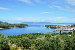Blaues Meer und Himmel in Kroatien stockfotos