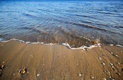 blaues Meer und perfekter Himmel Stockfotos