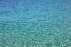 Blaues Meerwasser mit Wellen und Kräuselungen Sun-Strahl in den Fjorden Adriatisches Meer, Europa, Italien Lizenzfreie Stockbilder