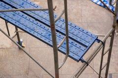 Blaues Metallbaugerüst Stockfotos