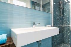 modernes blaues badezimmer stockfotos – 49 modernes blaues, Hause ideen